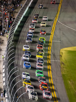 Jimmie Johnson, Hendrick Motorsports Chevrolet leads the field on a restart