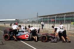 Kevin Magnussen, McLaren MP4-28 Test Driver in the pits