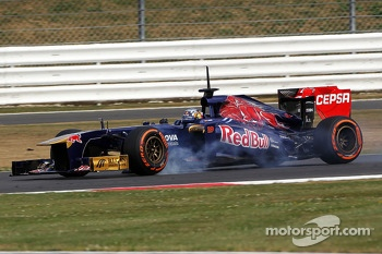 Carlos Sainz Jr., Scuderia Toro Rosso STR8 Test Driver locks up under braking