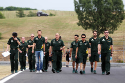 Giedo van der Garde, Caterham F1 Team walks the circuit