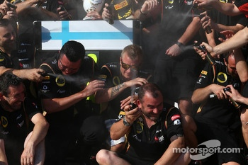 Eric Boullier, Lotus F1 Team Principal and Kimi Raikkonen, Lotus F1 Team celebrate with the team