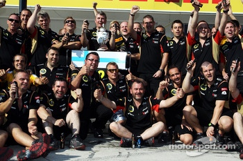 Kimi Raikkonen, Lotus F1 Team celebrates his second position with the team