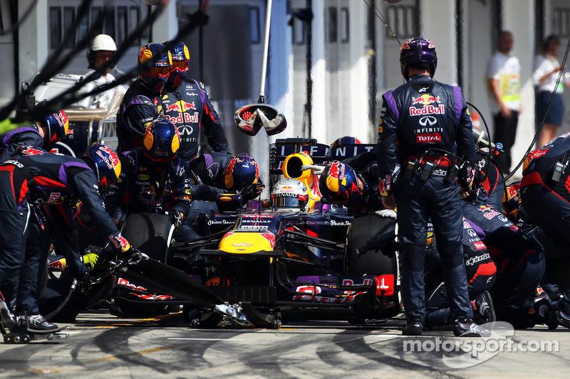 Sebastian Vettel, Red Bull Racing RB9 makes a pit stop