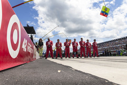 The crew of Juan Pablo Montoya