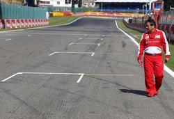 Hirohide Hamashima, Scuderia Ferrari has a look at the groves on the grid.