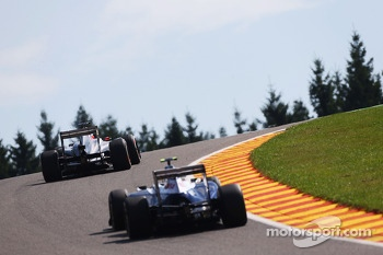 Nico Hulkenberg, Sauber C32 leads Valtteri Bottas, Williams FW35
