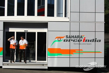 (L to R): Will Hings, Sahara Force India F1 Press Officer with Andy Stevenson, Sahara Force India F1 Team Manager