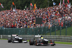 Esteban Gutierrez, Sauber leads Valtteri Bottas, Williams