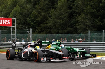 Esteban Gutierrez, Sauber and Giedo van der Garde, Caterham battle for position
