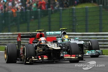 Romain Grosjean, Lotus F1 and Lewis Hamilton, Mercedes AMG F1 battle for position