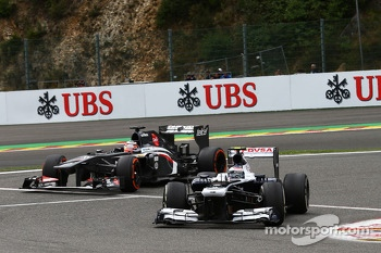 Valtteri Bottas, Williams leads Nico Hulkenberg, Sauber