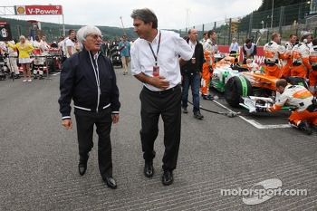 Bernie Ecclestone, CEO Formula One Group, and Pasquale Lattuneddu, of the FOM on the grid
