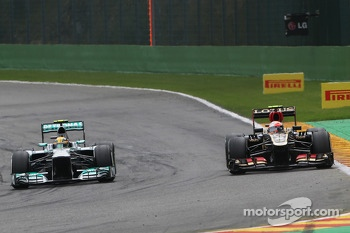 Lewis Hamilton, Mercedes AMG F1 and Romain Grosjean, Lotus F1