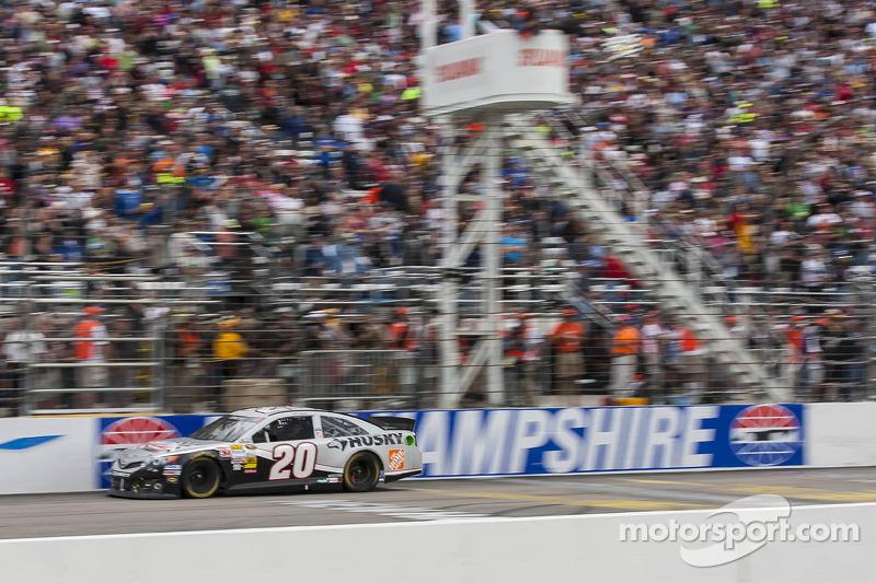 Matt Kenseth, Joe Gibbs Racing Toyota takes the win