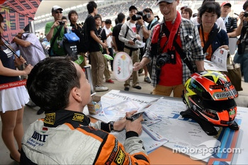 Autograph session, Norbert Michelisz, Honda Civic, Zengo Motorsport