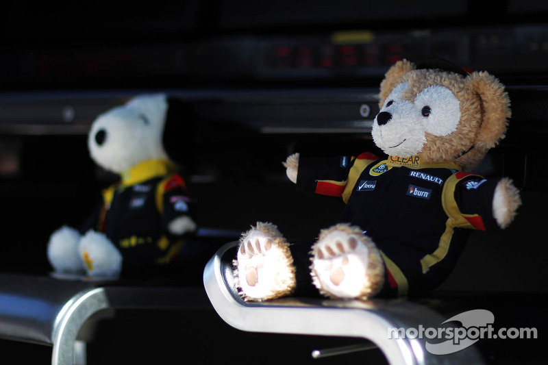 Lotus F1 Team mascots on the pit gantry
