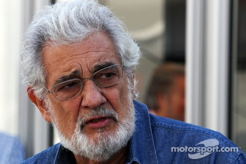 Placido Domingo, Opera Singer