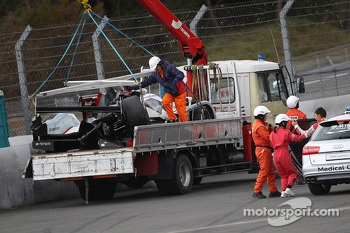 The crashed #2 Audi Sport Team Joest Audi R18 e-tron quattro: Tom Kristensen, Allan McNish, Loic Duval