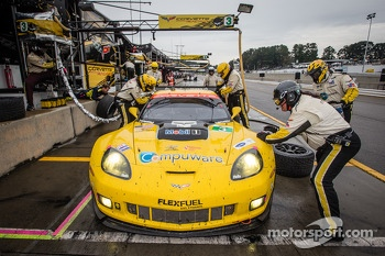 Pit stop for #3 Corvette Racing Chevrolet Corvette C6 ZR1: Jan Magnussen, Antonio Garcia, Jordan Taylor