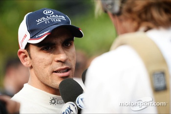Pastor Maldonado, Williams with the media