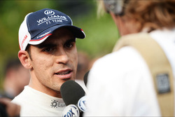 Pastor Maldonado, Williams with the media