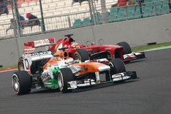 Paul di Resta, Force India Formula One Team and Fernando Alonso, Scuderia Ferrari
