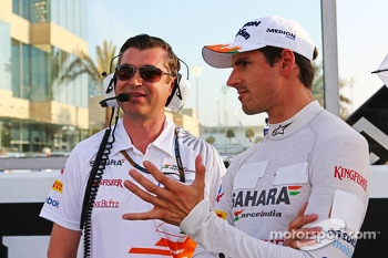 Adrian Sutil, Sahara Force India F1 with Bradley Joyce, Sahara Force India F1 Race Engineer on the grid