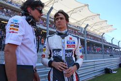 (L to R): Francesco Nenci, Sauber Race Engineer with Esteban Gutierrez, Sauber