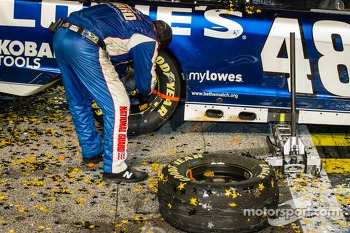 Championship victory lane: Hendrick Motorsports crew member put on a new tire on the #48 car during the victory lane celebration