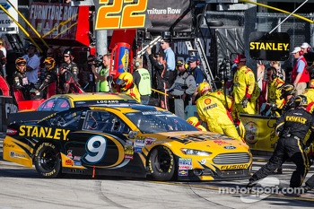 Pit stop for Marcos Ambrose, Richard Petty Motorsports Ford