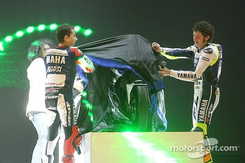 Jorge Lorenzo and Valentino Rossi unveil the Yamaha YZR-M1