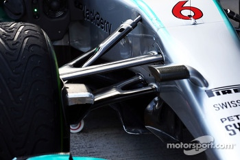 Mercedes AMG F1 W05 front suspension detail
