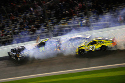 NASCAR-CUP: Trouble for Matt Kenseth, Joe Gibbs Racing Toyota, Kurt Busch, Stewart-Haas Racing Chevrolet, Tony Stewart, Stewart-Haas Racing Chevrolet, Jeff Gordon, Hendrick Motorsports Chevrolet