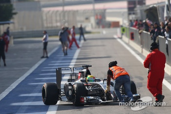 Esteban Gutierrez, Sauber C33 pushed back by a marshal in the pits