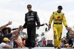 Landon Cassill, Hillman Racing Chevrolet and David Gilliland, Front Row Motorsports Ford