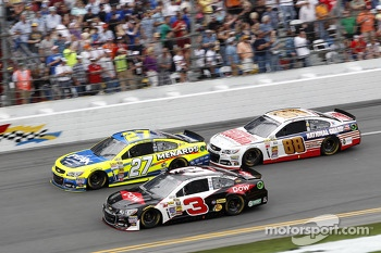 Race Action, Austin Dillon, Richard Childress Racing Chevrolet, Paul Menard, Richard Childress Racing Chevrolet, Dale Earnhardt Jr., Hendrick Motorsports Chevrolet