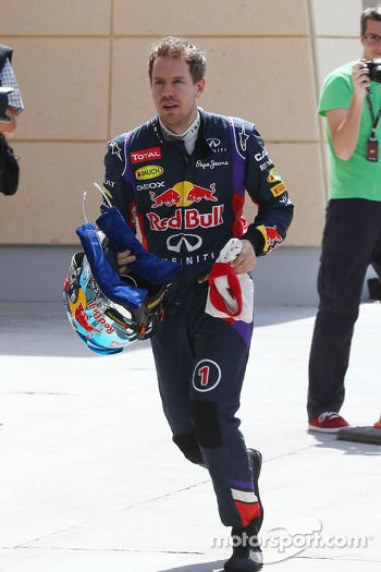Sebastian Vettel, Red Bull Racing runs back to the pits after stopping on the circuit