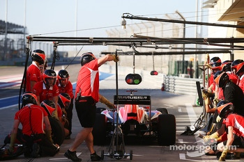 Max Chilton, Marussia F1 Team MR03 practices a pit stop