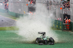 Kamui Kobayashi, Caterham CT05 crashes out at the start of the race