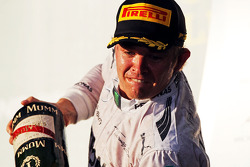 Race winner Nico Rosberg, Mercedes AMG F1 celebrates with the champagne on the podium
