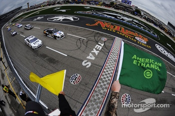 Start under caution: Tony Stewart, Stewart-Haas Chevrolet leads