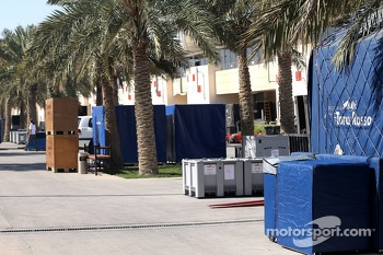 Paddock atmosphere, teams are packing
