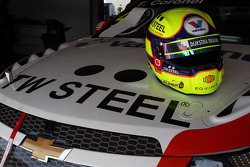 The helmet of Tom Coronel, Chevrolet RML Cruze TC1, Roal Motorsport