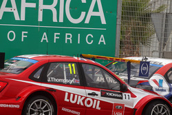 James Thompson, Lada Granta 1.6T, LADA Sport Lukoil and Tom Coronel, Cevrolet RML Cruze TC1, Roal Motorsport