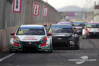 Tiago Monteiro, Honda Civic WTCC, Castrol Honda WTC Team and Tom Chilton, Chevrolet RML Cruze TC1, ROAL Motorsport