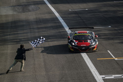 #98 ART Grand Prix McLaren MP4-12C: Gregoire Demoustier, Alexandre Prémat, Alvaro Parente takes the win