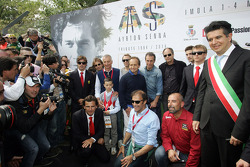 Commemoration ceremony at the Tamburello curve, Fernando Alonso, Jarno Trulli, Riccardo Patrese, Luca Badoer, Pierluigi Martini, Andrea de Cesaris, Gerhard Berger, Kimi Raikkonen, Pedro de la Rosa, Emanuele Pirro, Ivan Capelli