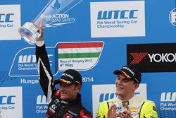 1st position Gianni Morbidelli, Chevrolet RML Cruze TC1, ALL-INKL_COM Munnich Motorsport, 2nd position Tiago Monteiro, Honda Civic WTCC, Castrol Honda WTCC Team