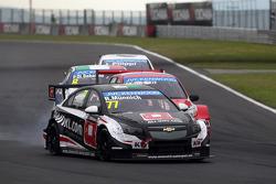 René Münnich, Chevrolet RML Cruze TC1, ALL-INKL_COM Munnich Motorsport and Mikhail Kozlovskiy, LADA Granta 1.6T, LADA Sport Lukoil
