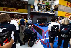 Frank Williams watches the GP2 podium
